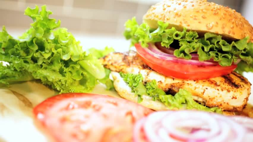 Grilled Chicken Sandwich,Lettuce and Tomato